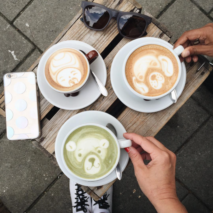 10 Perfect places for coffee in Amsterdam-trakteren-koffie