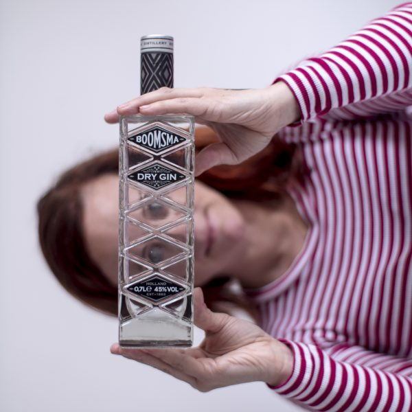 Boomsma_dry-gin-review_design-fles_kruidig